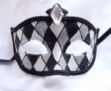 Gents Black & White Harlequin half mask (1)